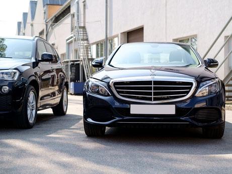 Firmen- und Privatwagen