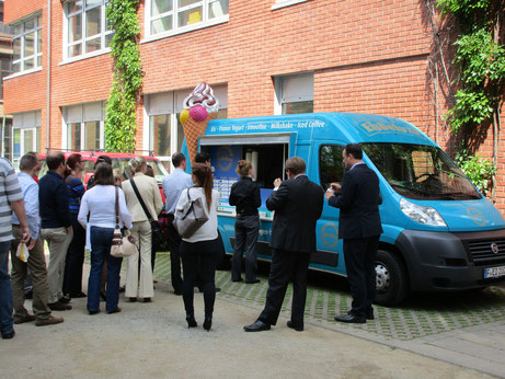 Eiswagen mieten München Firmenevent, Eiswagen Marketing Kampgagne, Messecatering, Frozen Yogurt München, Dessert Catering, Eistruck, Foodtruck
