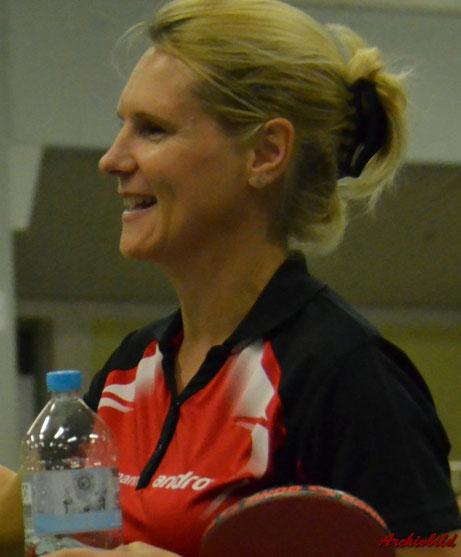 Anna Schuhmann hat gut lachen! Sie hat in der Vorrunde mit 24:2 Siegen eine Traumbilanz in der Bezirksliga der Damen hingelegt. Sie belegt damit Platz 1 in der Rangliste.