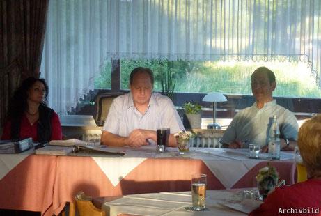 Einstimmig wiedergewählt wurde der geschäftsführende Vorstand der SG 03 Mitlechtern. V.l.n.r:   Gabriele Schmid(Kassenwartin, Dirk Schulz(1. Vorsitzender), Michael Heumann(2. Vorsitzender).