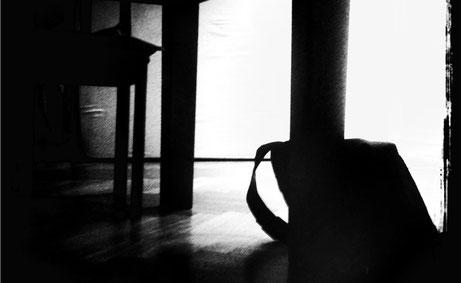 Sonntag: Unterm Tisch