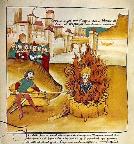 Dans la cathédrale de Constance, Jean Hus est condamné à être brûlé vif. Le bourreau lui arrache ses vêtements, le lie au poteau puis l'entoure de paille humide et de fagots. Ses cendres sont ramassées et jetées dans les eaux du Rhin, évitant les reliques