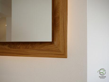 geschwungener Eichen-Spiegelschrank-Rahmen, Glasfachböden in Spiegelschrank Holz, doppelt verspiegelte Spiegelschranktüren, Waschtisch Eiche mit in Wand eingelassenen Spiegelschrank, 3-türiger Eichen Spiegelschrank auf Gehrung gefertigten Spiegelschrank