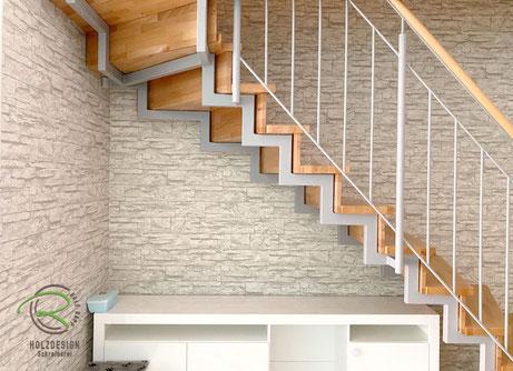 Situation vor dem Einbau eines auf Maß gefertigten Treppenschrankes,