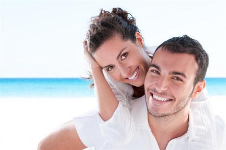 Weiße Zähne wirken vital und jugendlich