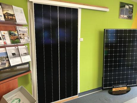 Verschiedene SunPower Module in  der Ausstellung