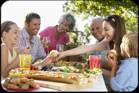 Zahnimplantate: Endlich wieder unbeschwert am Leben teilnehmen und essen, was man mag! (© Monkey Business - Fotolia.com)