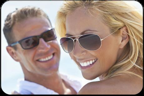 Schöne und helle Zähne: Mehr Spaß am Leben mit Veneers (© Darren Baker - Fotolia.com)