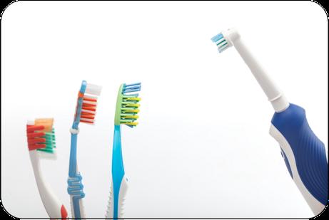 Sind elektrische Zahnbürsten besser als Hand-Zahnbürsten? Was sagt der Zahnarzt dazu? (© themanofsteel - Fotolia.com)