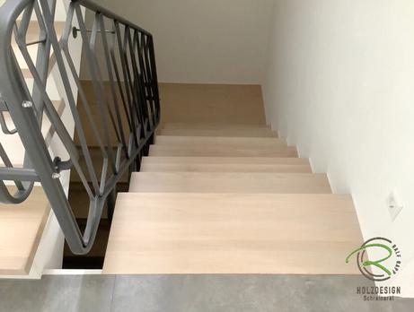 Treppe renovieren mit Massivholztreppenstufen in Eiche von Schreinerei Holzdesign Ralf Rapp in Geisingen, Treppensanierung Schreinerei, Holztreppe renovieren