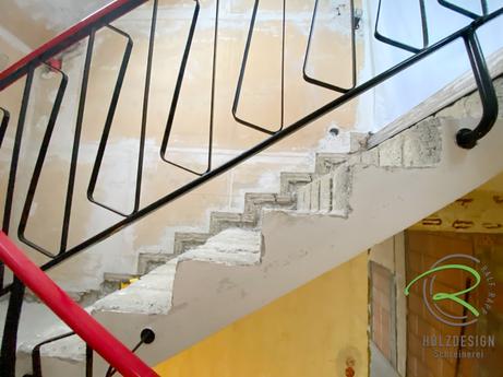 Treppenrenovierung  von Schreinerei Holzdesign Ralf Rapp in Geisingen- Seitenansicht der entkernten Beton-Treppenstufen, Treppenrenovierung Betontreppe frei gelegt, Holztreppe renovieren, Treppensanierung einer Betontreppe & Massivholztreppenstufen Eiche