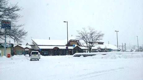 雪不足から一転、ガッツリ信濃大町駅前にも降りました