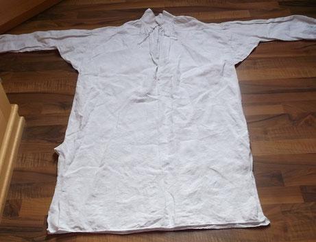 antikes Leinenhemd nach Art einer Chemise