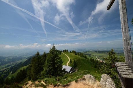 Am Gipfel des Hochhädrichs mit Blick in den Bregenzerwald