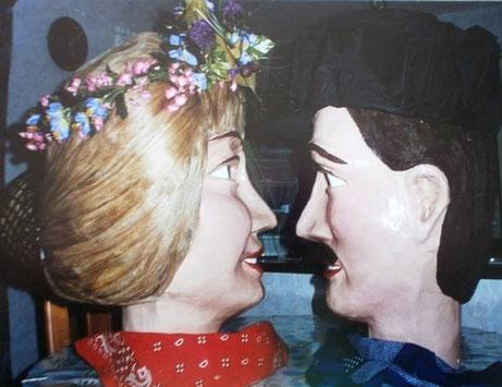 Les têtes de Zante et Rinette juste qu'elles ne soient posées sur les géants pour aller les marier lors de la Ducasse de Maffle 1995