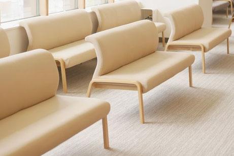病院の待合室の椅子