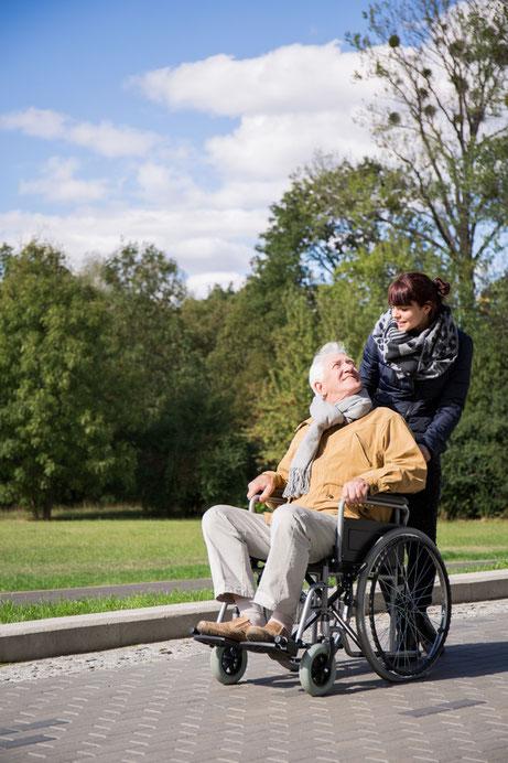 Die RUNDUM Seniorenbetreuung sucht für Sie Betreuungskräfte, die Ihren Wünschen und Anforderungen entsprechen.