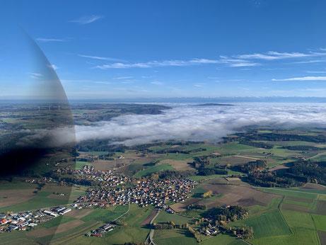 Der letzte Flug noch mit Fluglehrer. Bodensee im Nebel