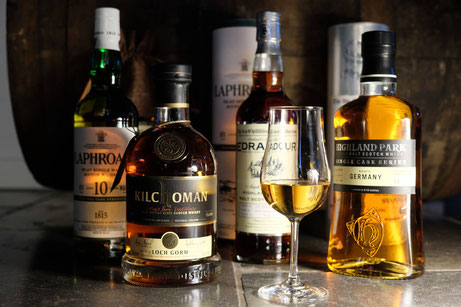 Whisky Tasting Hamburg, Whisky Tasting Buxtehude, a whisky dram, Laphroiag Whisky, scotch, kilchoman, Scotch, Bourbon, Nosing Glas