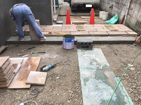 石貼工事の様子
