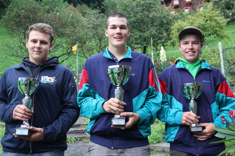 Die drei Bechergewinner; Bellmont Beda, Altdorf (141Pkt., Rang 2), Imhof Nicolas (142Pkt., Rang 1). Gisler Ivan (140Pkt., Rang 3)