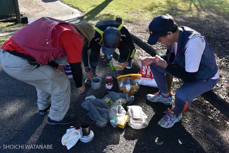 森北さんの作ったサンドウィッチで遅めの昼食です。食材探しに手間取りました。