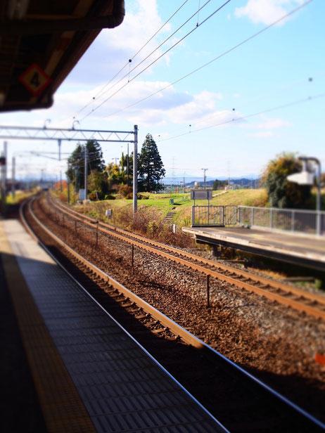 この線路が街へつながっているわけです。