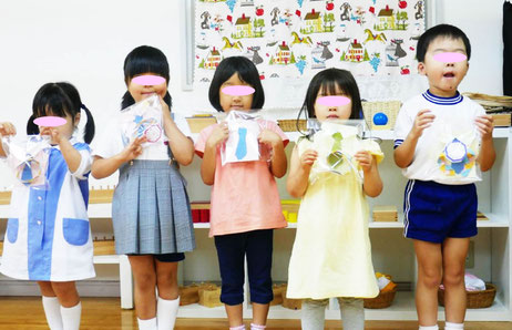 幼児教室の幼稚園児クラスでは、父の日のプレゼントをみんなでいっしょに制作しました。