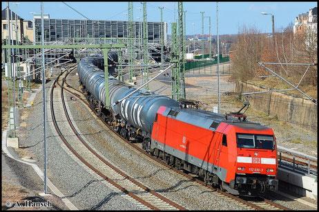 152 030-3 hat am 10. April 2015 GC 62328 am Haken. Der Zug geht von Rhäsa nach Manching. Hier verlässt er Chemnitz Hbf.
