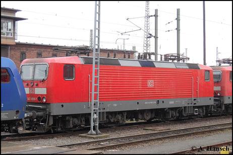 Am 15. März 2015 steht 143 859-7 zusammen mit ein paar anderen Loks im Vorfeld von Halle Hbf. abgestellt
