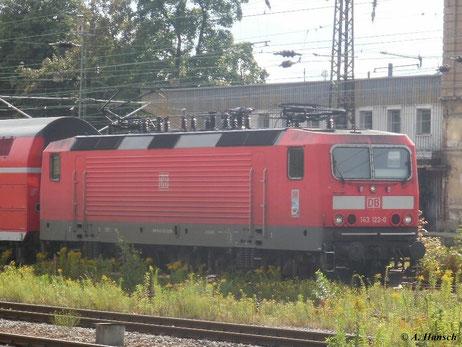143 122-0 fährt am 12. August 2011 in Chemnitz Hbf. ein