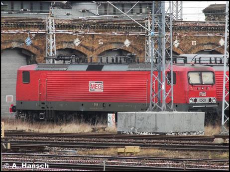 Die MEG besitzt derzeit sechs Maschinen der BR 143, die meist in Kombination mit einer BR 155 im Güterverkehr zum Einsatz kommen. Am 15. März 2015 steht 143 864-7 (MEG 606) im Vorfeld von Halle Hbf. abgestellt