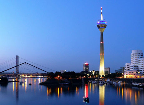Rheinturm Düsseldorf, by Gregor Ciecior (Own work)