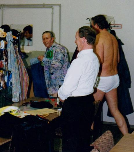 Otto +, Klaus + & Rolf in der Maske 1993, Helmut am Spiegel