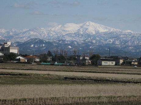 はまかぜは霊峰白山を一望できる大変明るい事業所です!