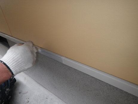 熊本市N様家。鉄板水切り塗装中。