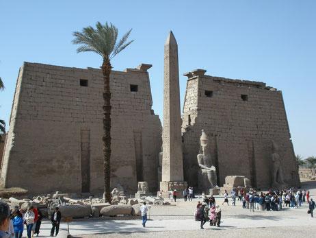 templo de Luxor; Ramsés II; Amenhotep III; Egipto; arquitectura; pilono; obelisco; avenida de esfinges;