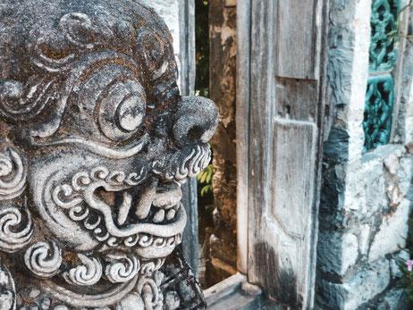 Steinfigur Dämon in Bali