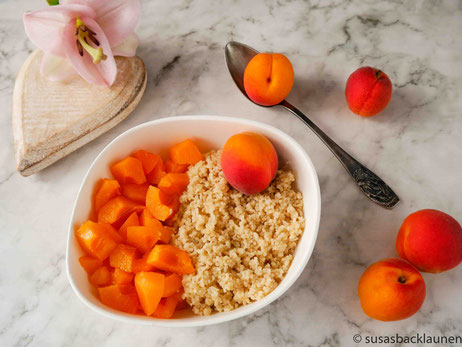 Frühstückscouscous mit frischen Aprikosen
