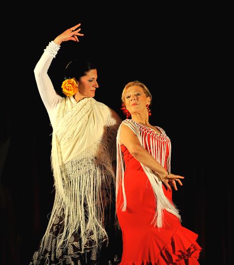 Sevillane et Flamenco, danses espagnoles fascinantes par la passion qui s'en dégage, sont enseignées par Marie-Carmen et la Morena.
