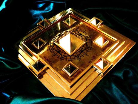 Meru Pyramid   :   Nummer 1 Korrekturmittel des Vastu Dosha