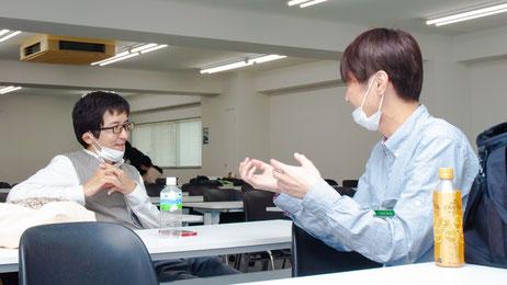 日米それぞれで心臓移植を受けた二人の会話