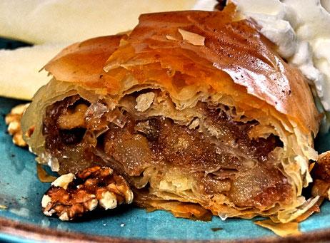 Kroatischer Birnenstrudel mit sieben Schichten zur kulinarischen Weltreise
