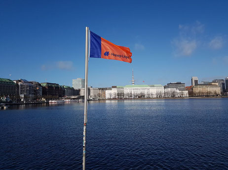 Hapag-Lloyd flag waves opposite the shipping line's Hamburg headquarters  -  photo: CFG / hs