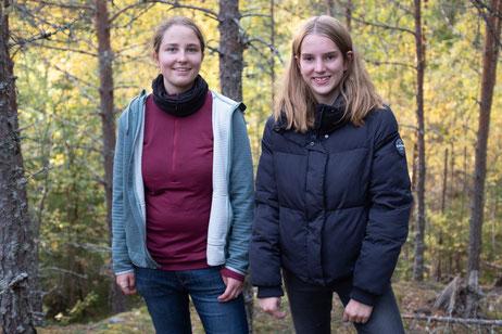 Hanne und Klara bei einem Ausflug in den Wald
