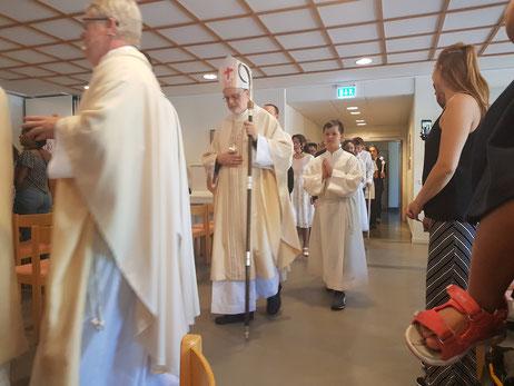 Kardinal Anders Arborelius bei der Firmung in St.Lars in Uppsala