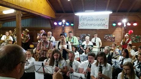 Zu Gast bei Freunden zum gemeinsamen Musizieren und um zu Feiern.   Danke Baltersweiler. (Bild von Betti).