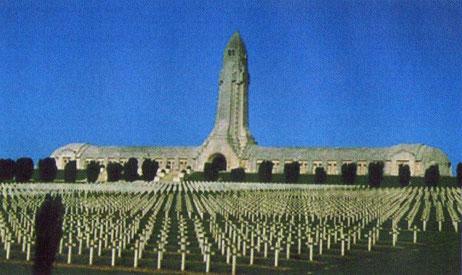 L'Ossuaire de Douaumont et le cimetière militaire 16 000 tombes