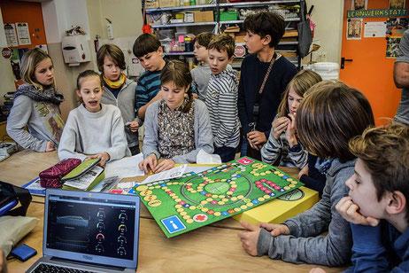 """Hier stellen die Schülerinnen und Schüler uns ihr selbst entwickeltes Energiesparspiel """"espaspi"""" vor"""