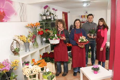 Unser Team im Blumenland Beuler Altenstadt steht Ihnen stets mit Rat und Tat zur Seite. Bei uns bleiben keinerlei Blumenwünsche offen.